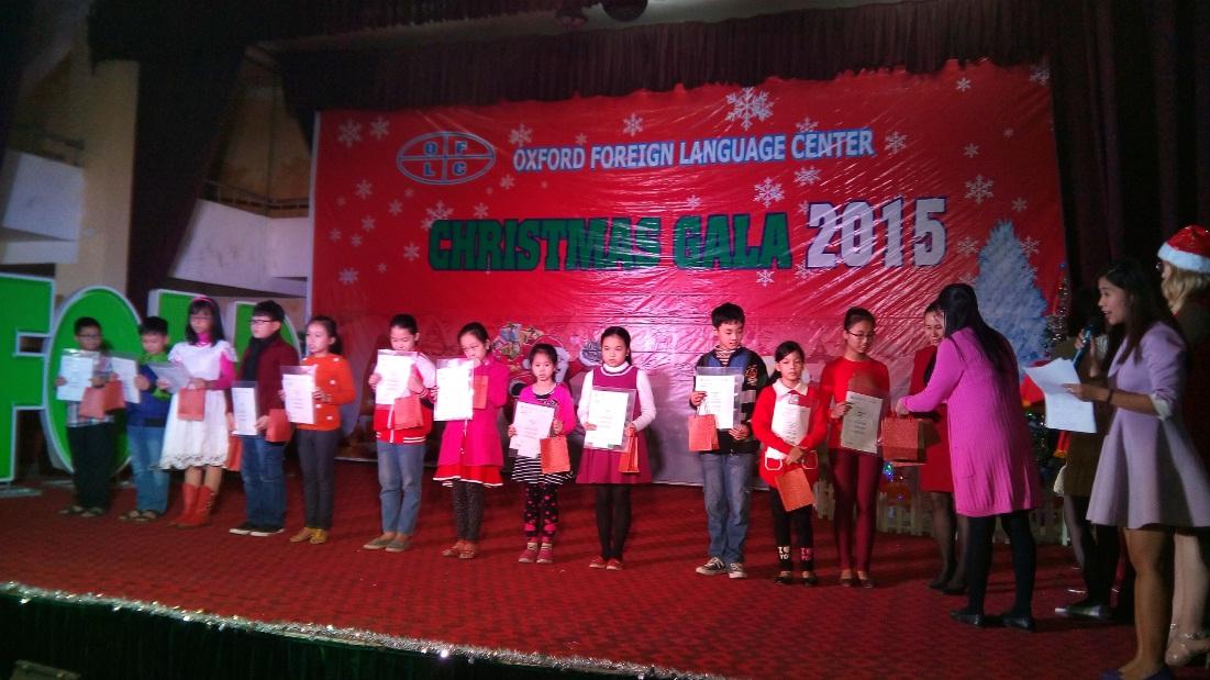Trung tâm ngoại ngữ Oxford Hà Đông tổ chức đêm Christmas Gala 2015